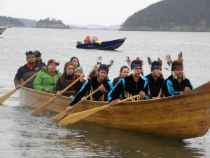 13Lummi canoe arrives singing (1280x960)